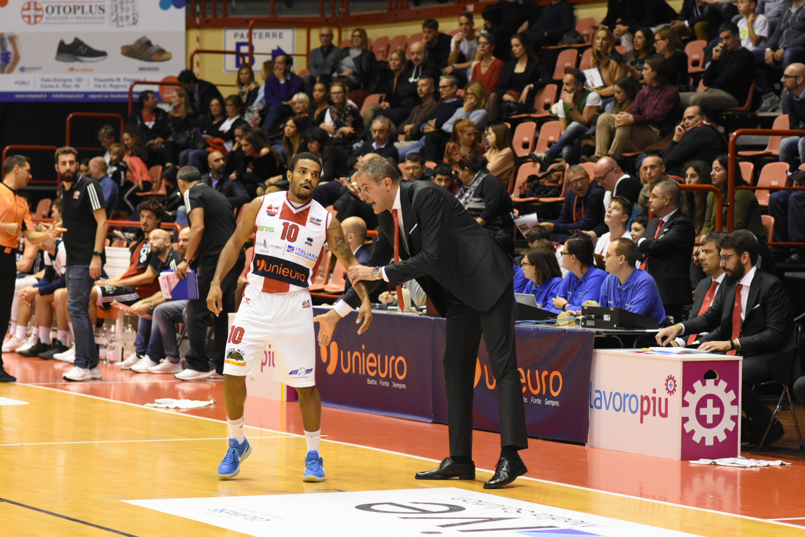 Basket A2, colpo Ravenna a Piacenza Forlì vince col brivido