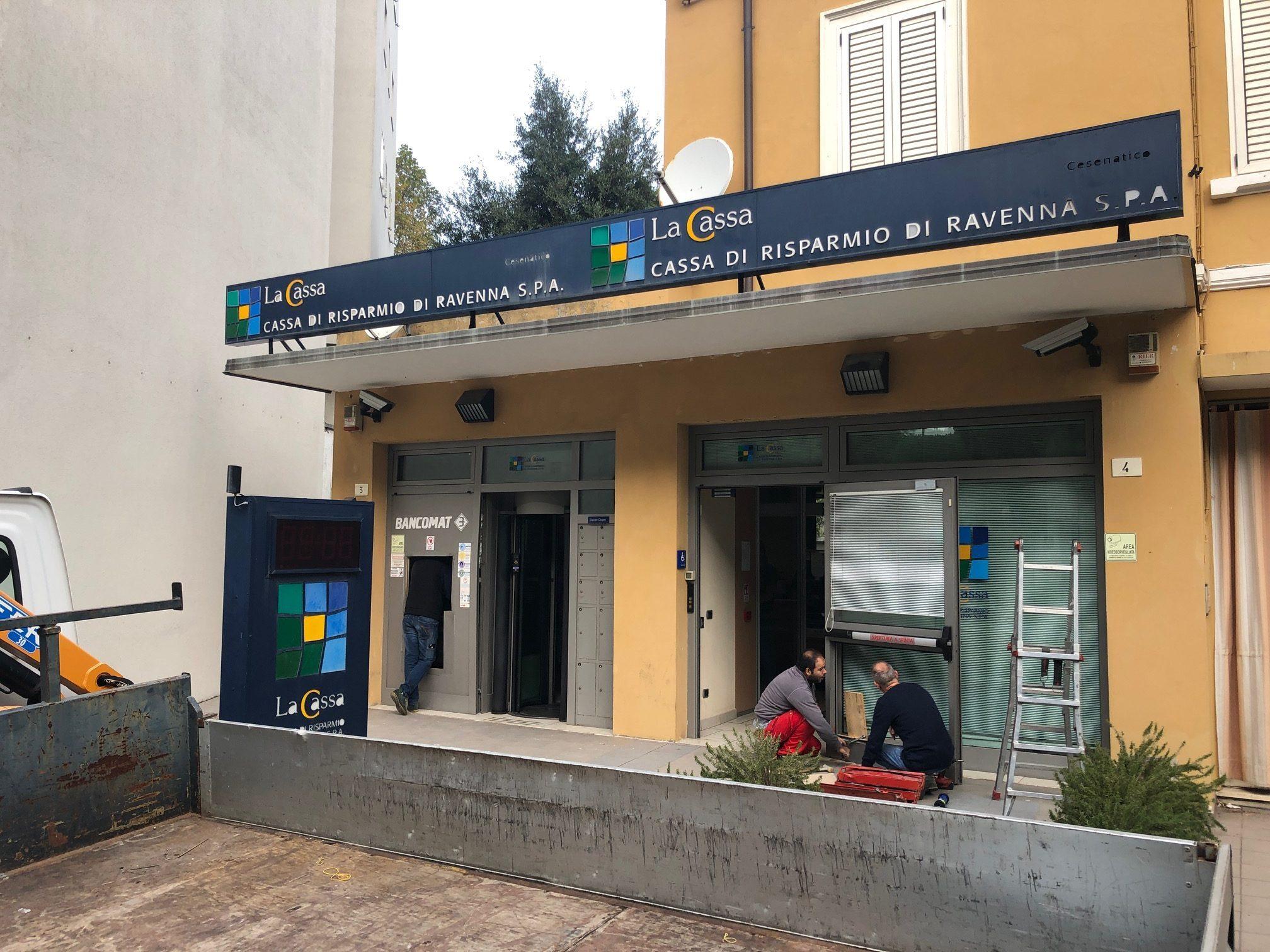 Bancomat esploso nella notte a Cesenatico