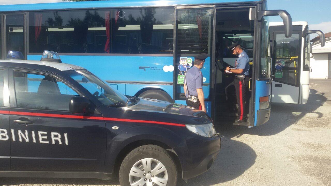 Palpeggia anziana su un autobus a Forlì, 52enne in stato di fermo