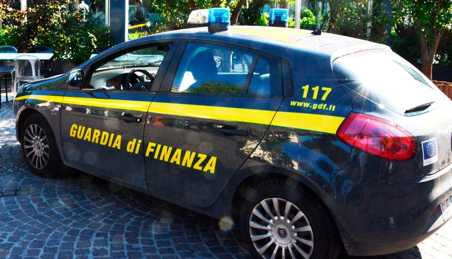 La Guardia di Finanza sequestra sigarette in un bar di Forlì