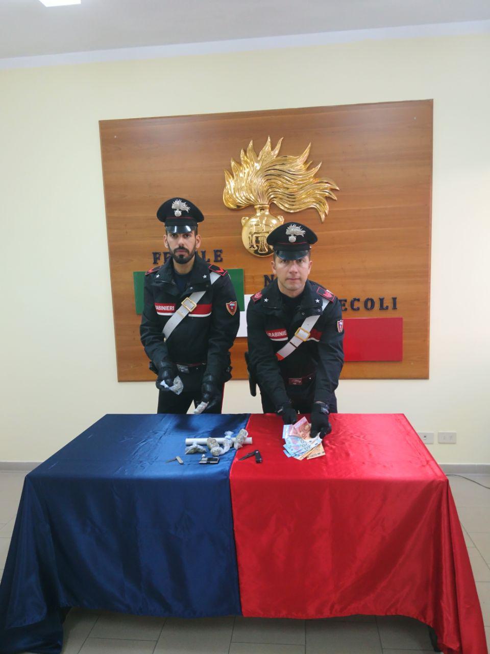 """Faenza, dice """"non ho nulla da consegnare"""" ma i militari trovano droga"""