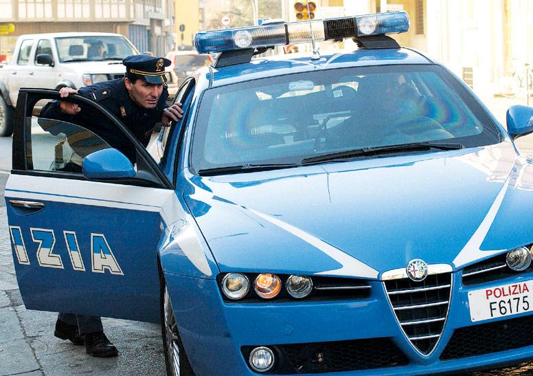 Forlì, ladro passa dai tetti ed entra in una casa: arrestato