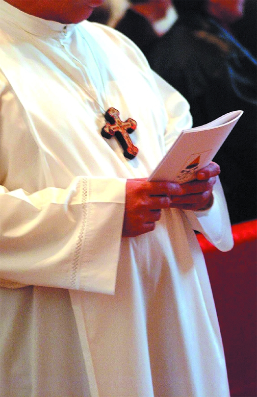 Ricatto sessuale a un parroco del cesenate: arrestati in due