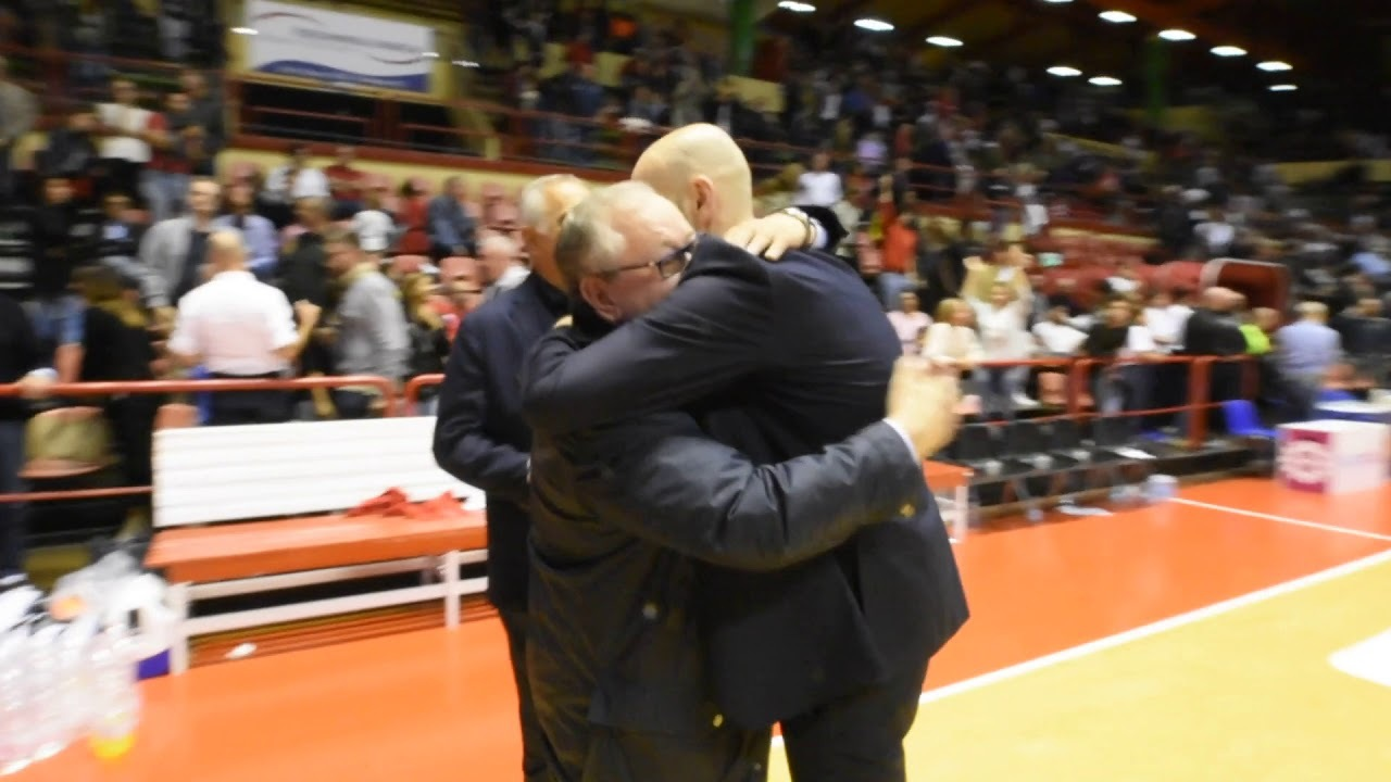 Basket A2, la festa di Ravenna nel derby - VIDEO