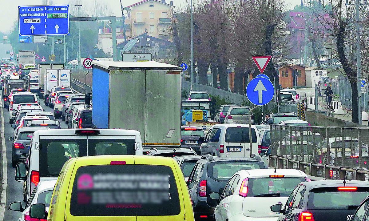 Rimini, imbottigliati nel traffico di Ecomondo. Santi: «Più Metromare»