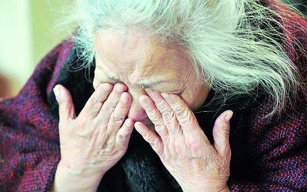 Ravenna, vanno da un'anziana in ospedale per rubarle il conto