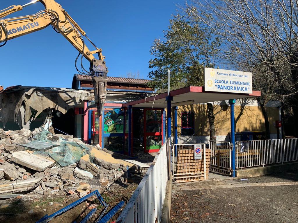 Riccione, al via la demolizione della scuola Panoramica