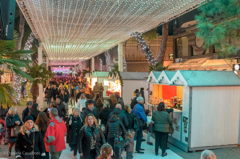 A Riccione si respira già il clima natalizio. Inaugurato l'Ice Carpet