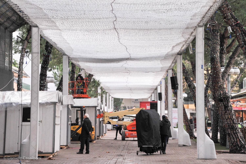 Fervono i preparativi per l'Ice Carpet, a Riccione sabato è già Natale