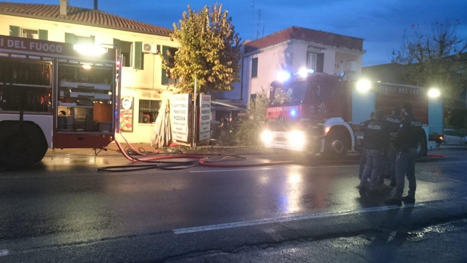 Incendio in casa a Sant'Agata, San Vitale chiusa, evacuata scuola