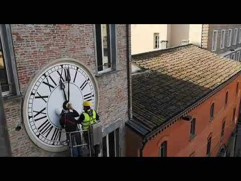 Imola, tornano i rintocchi dell'orologio grazie a ditta del Vaticano