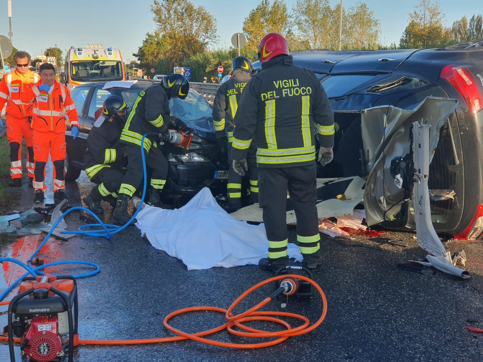 Incidente mortale sull'Adriatica a Rimini, muore 33enne