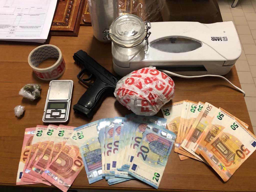 Droga in casa, arrestato 21enne a Cesenatico