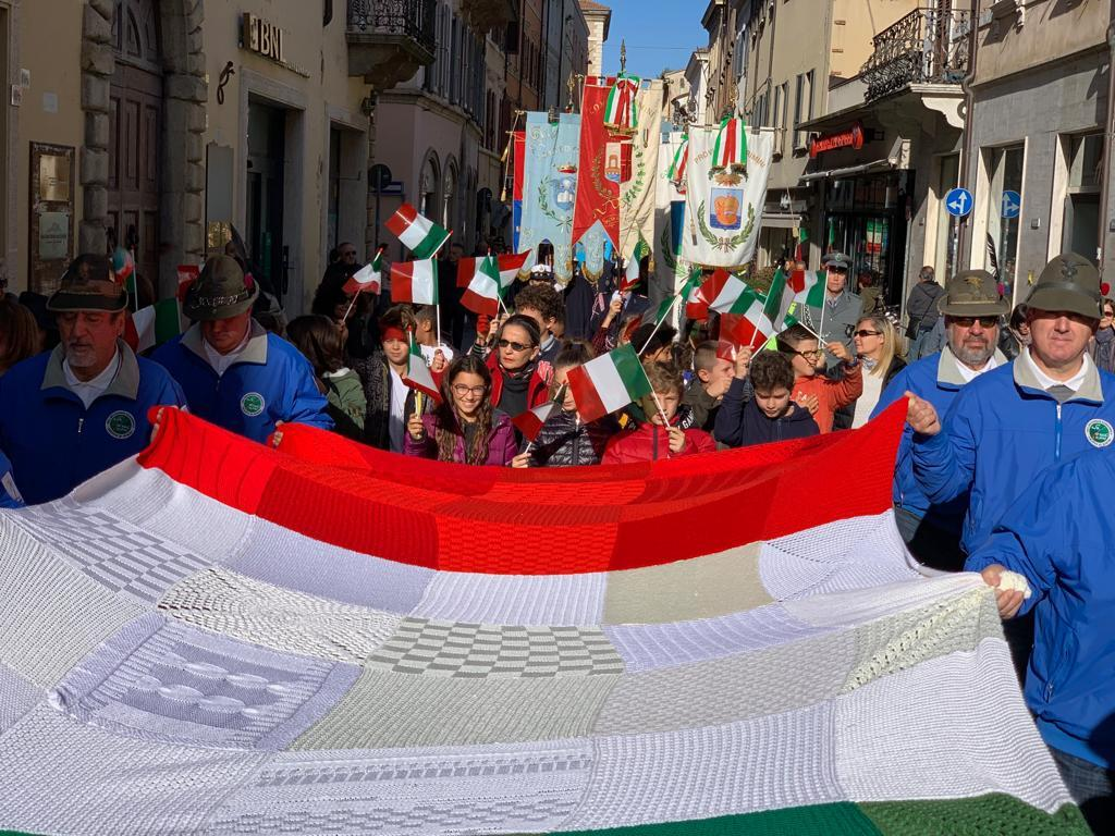 4 Novembre, gli alpini sfilano per il centro di Rimini