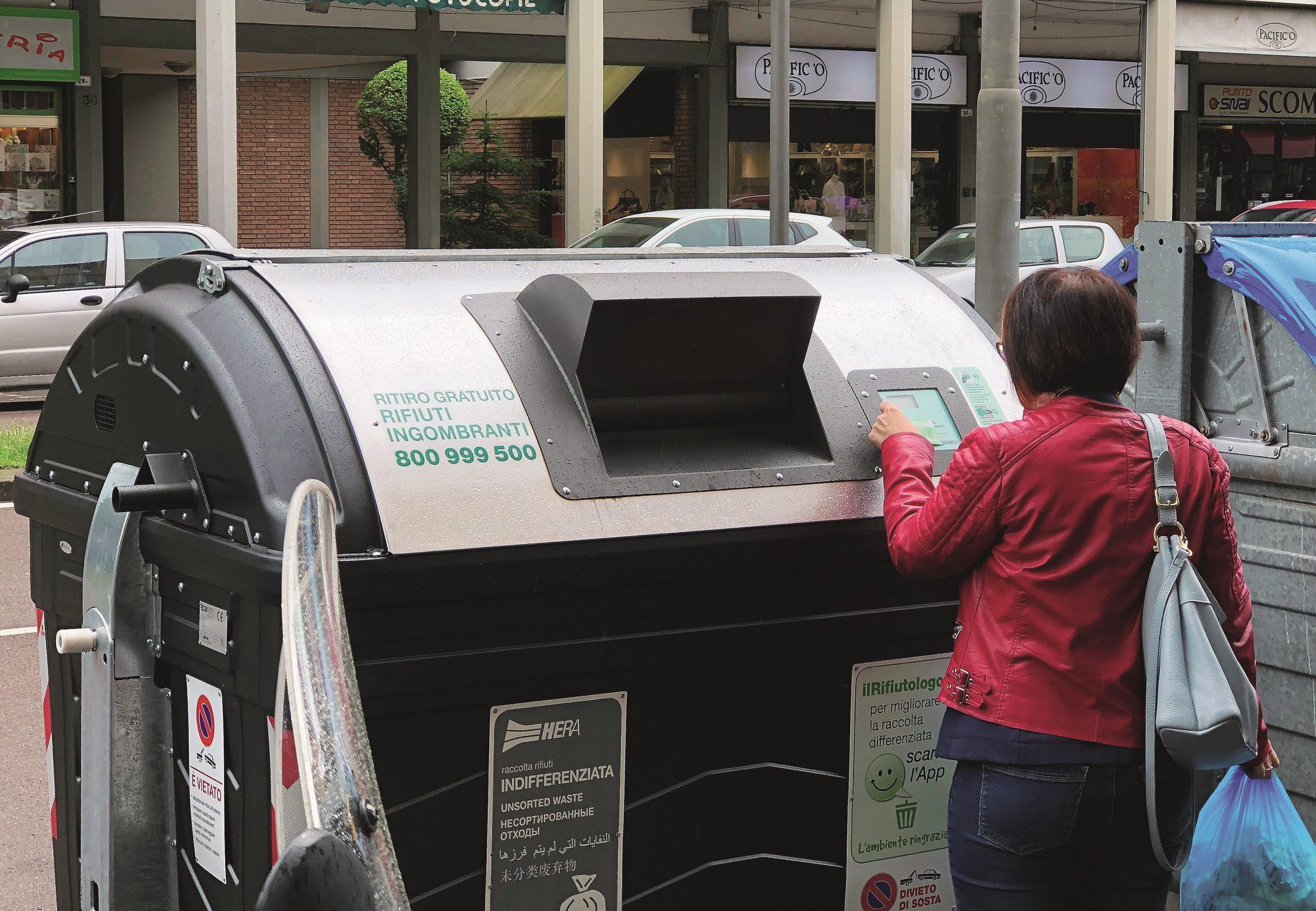 A Celle di Rimini il cassonetto dei rifiuti si apre col cellulare