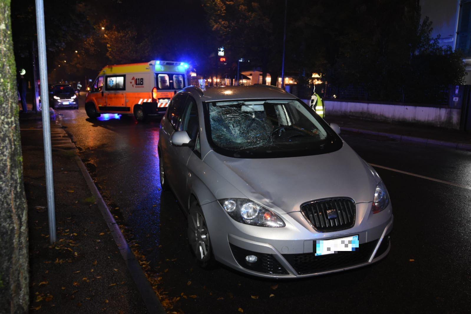 Travolta da un'auto, gravi ferite per una 67enne a Forlì