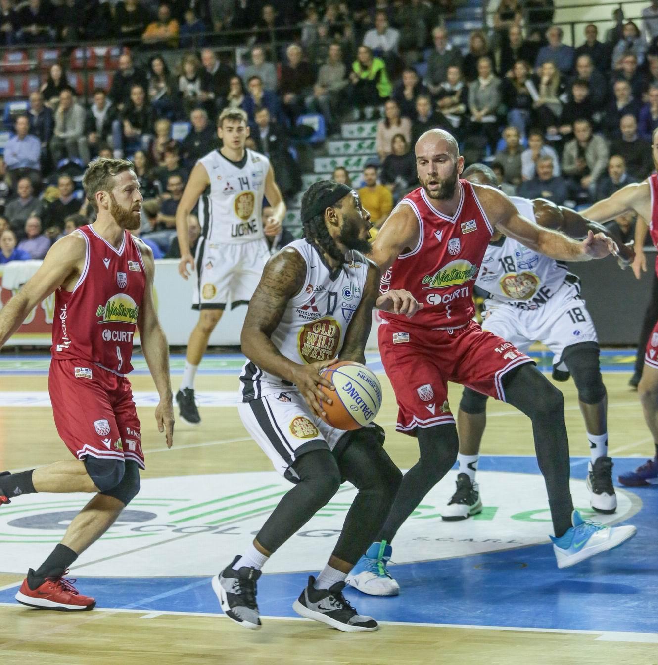 Basket, Naturelle spazzata via a Udine (104-72)