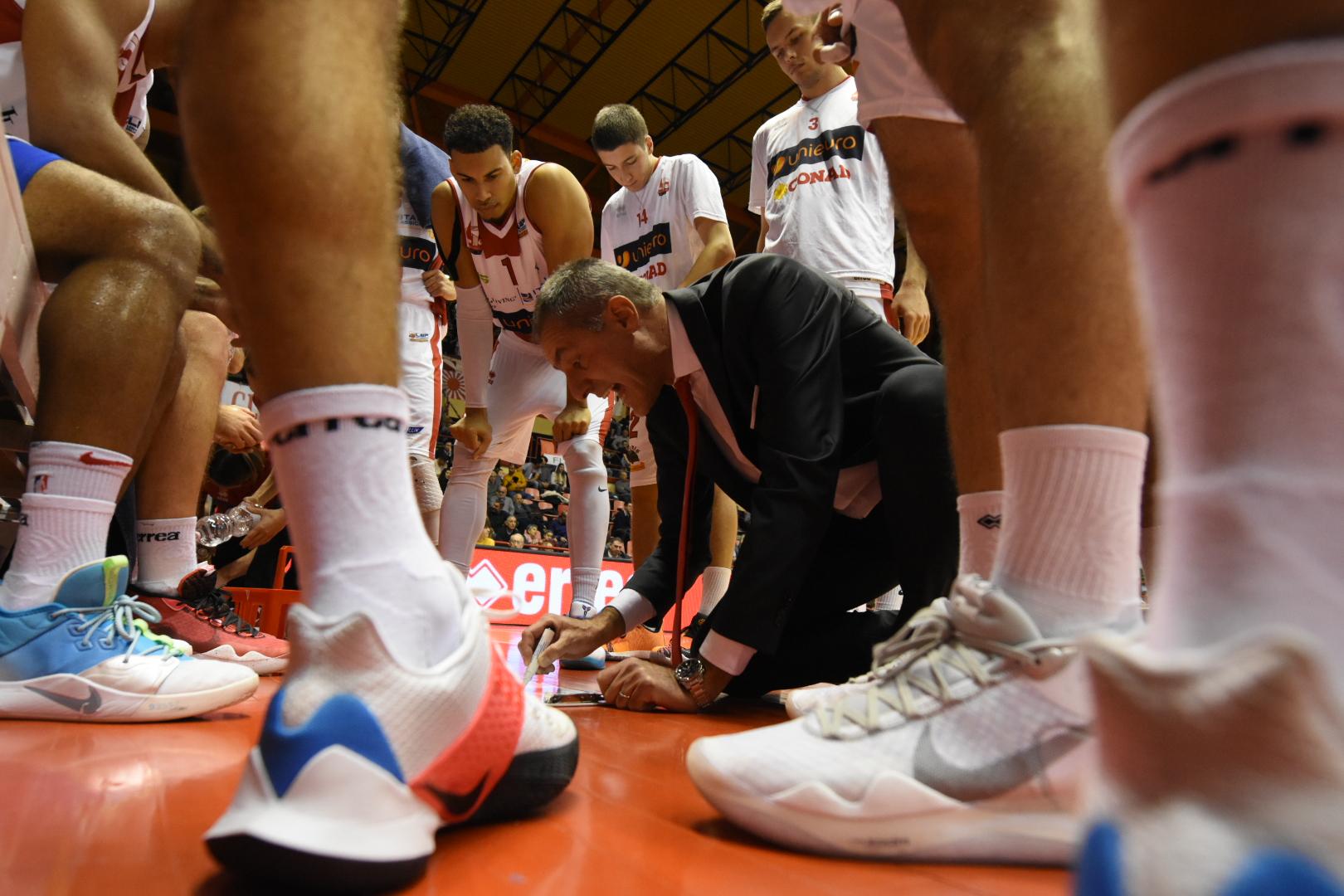 Basket, tripla di Ndoja: fa festa l'Unieuro (86-89)