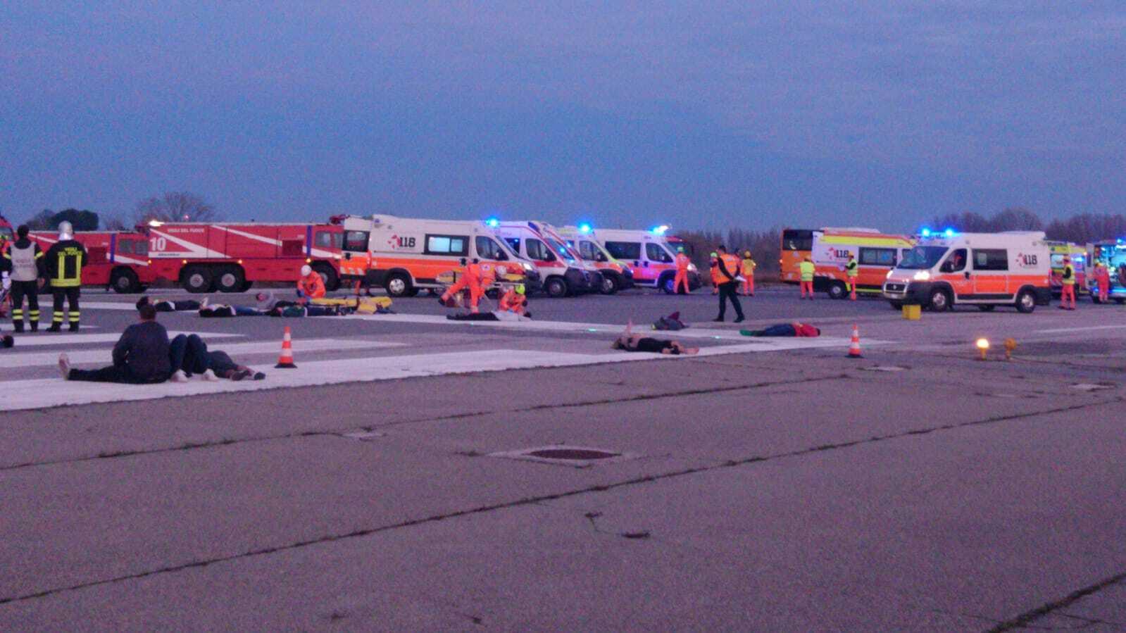 Disastro aereo a Rimini. Ma per fortuna è solo un'esercitazione