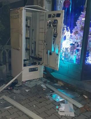 Doppio assalto dei ladri a colpi di piccone nel Lughese