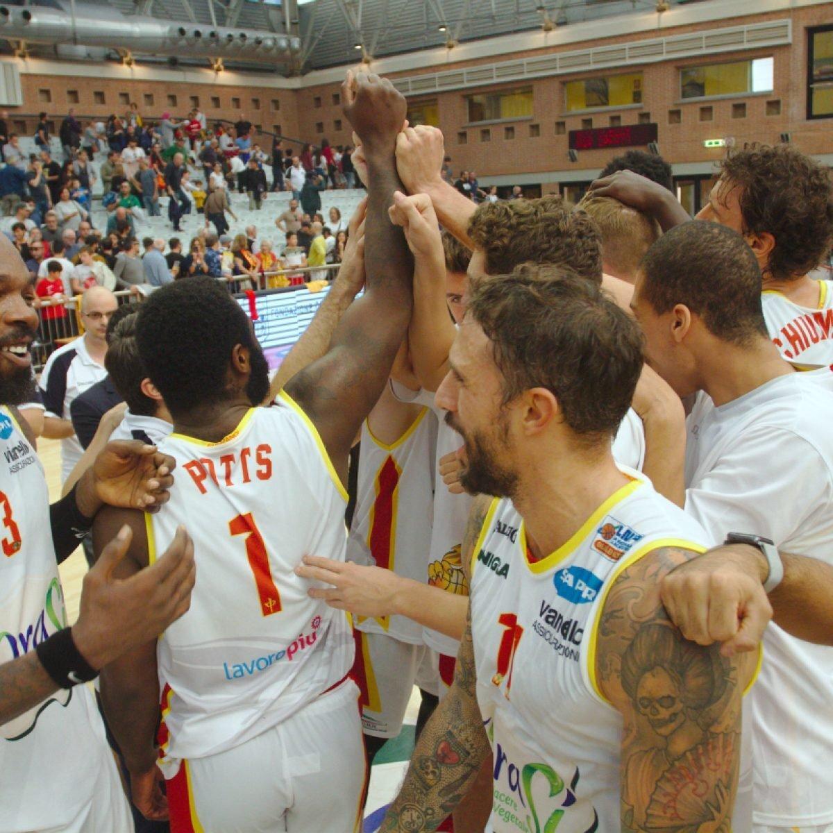 Basket, i tifosi dell'OraSì in marcia verso Milano