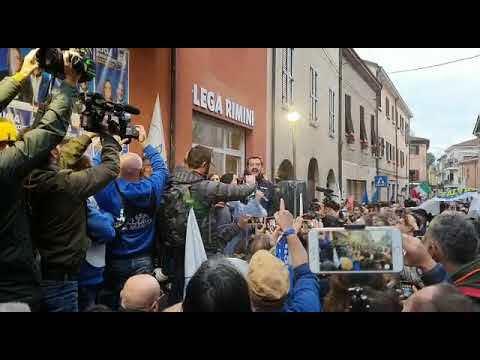 "Rimini, Salvini inaugura sede della Lega e canta ""Romagna mia"" VIDEO"