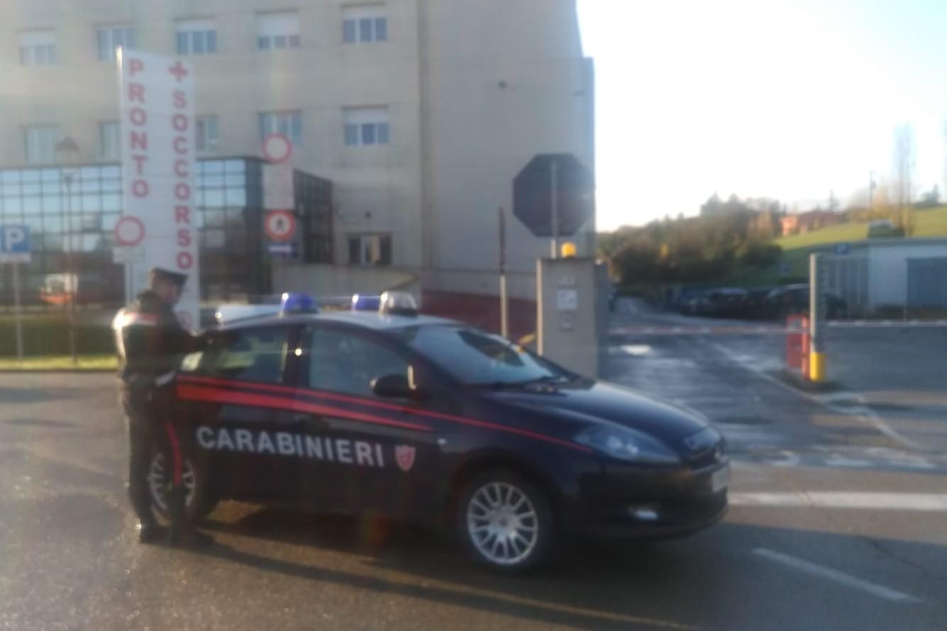 Imola, vuole la pillola e aggredisce medici e carabinieri. Arrestato