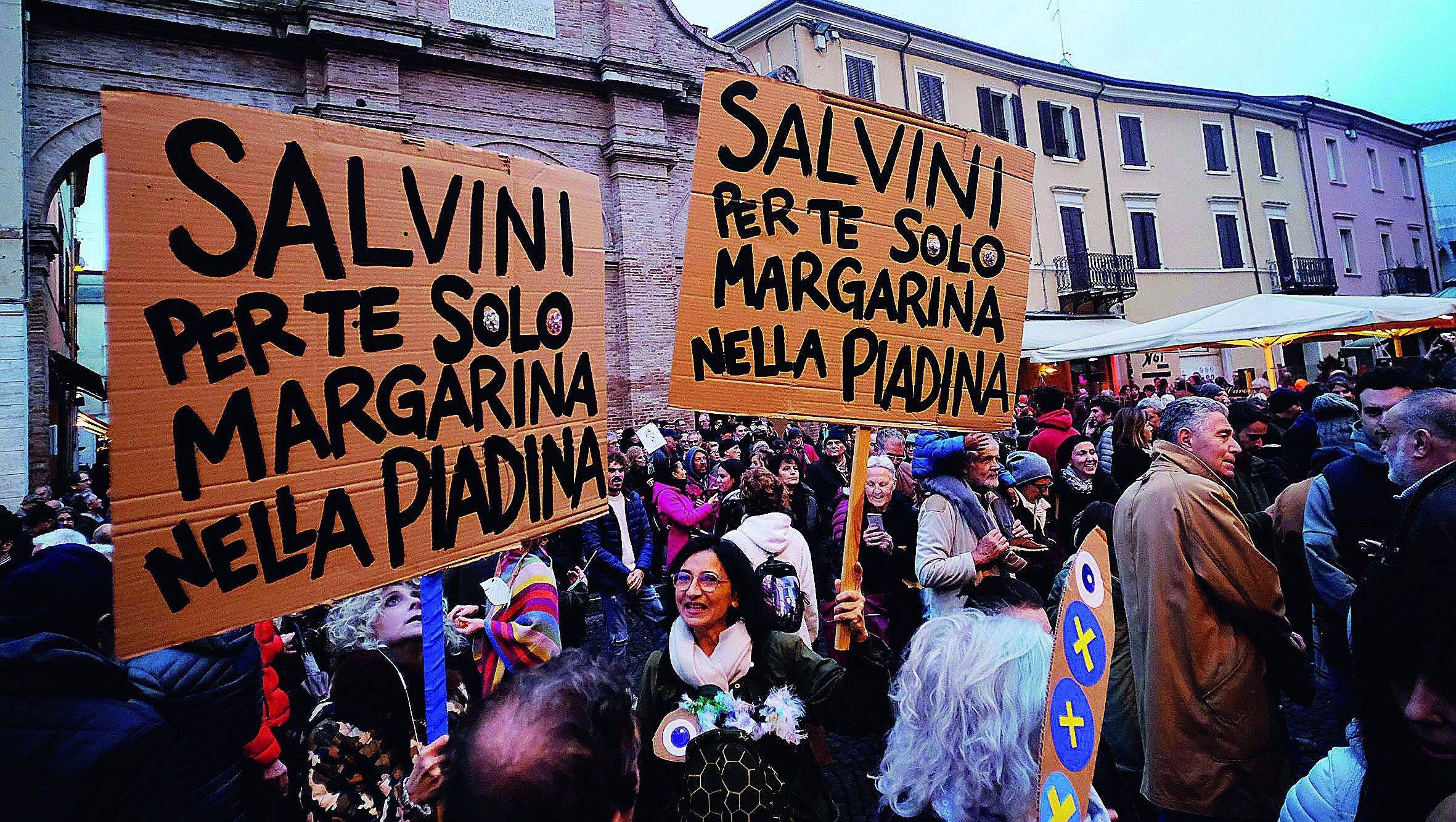 """Sardine"" e Salvini tornano a incrociarsi oggi a Ravenna"
