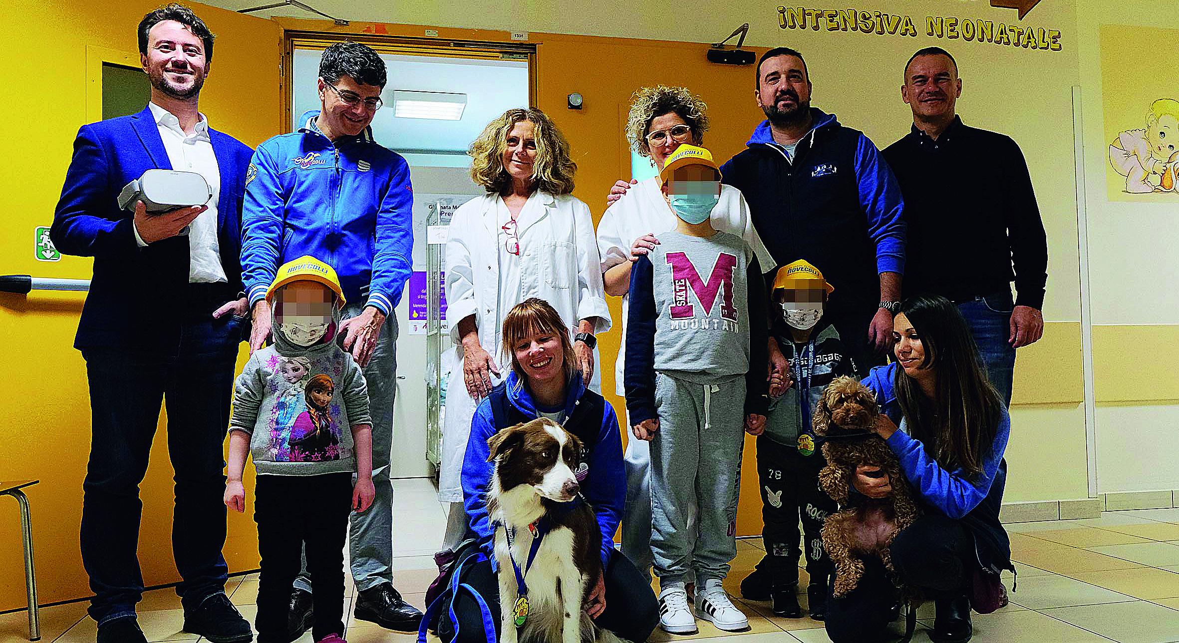 Rimini, cani in reparto e giochi con visori per i bimbi malati