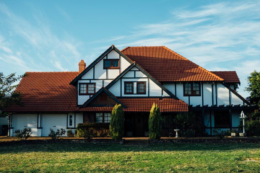 Perché affidarsi a un'agenzia immobiliare per la compravendita di case