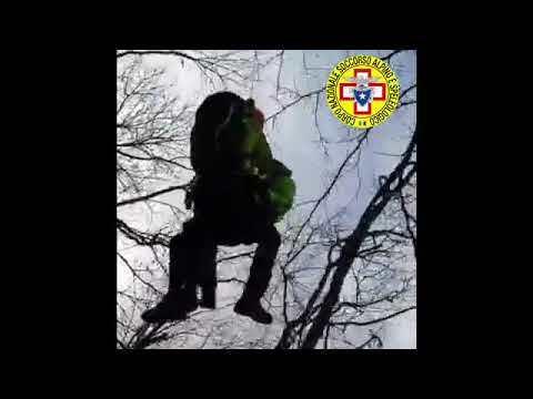 Cade per 30 metri in un canalone con la bici a Bagno di Romagna -VIDEO