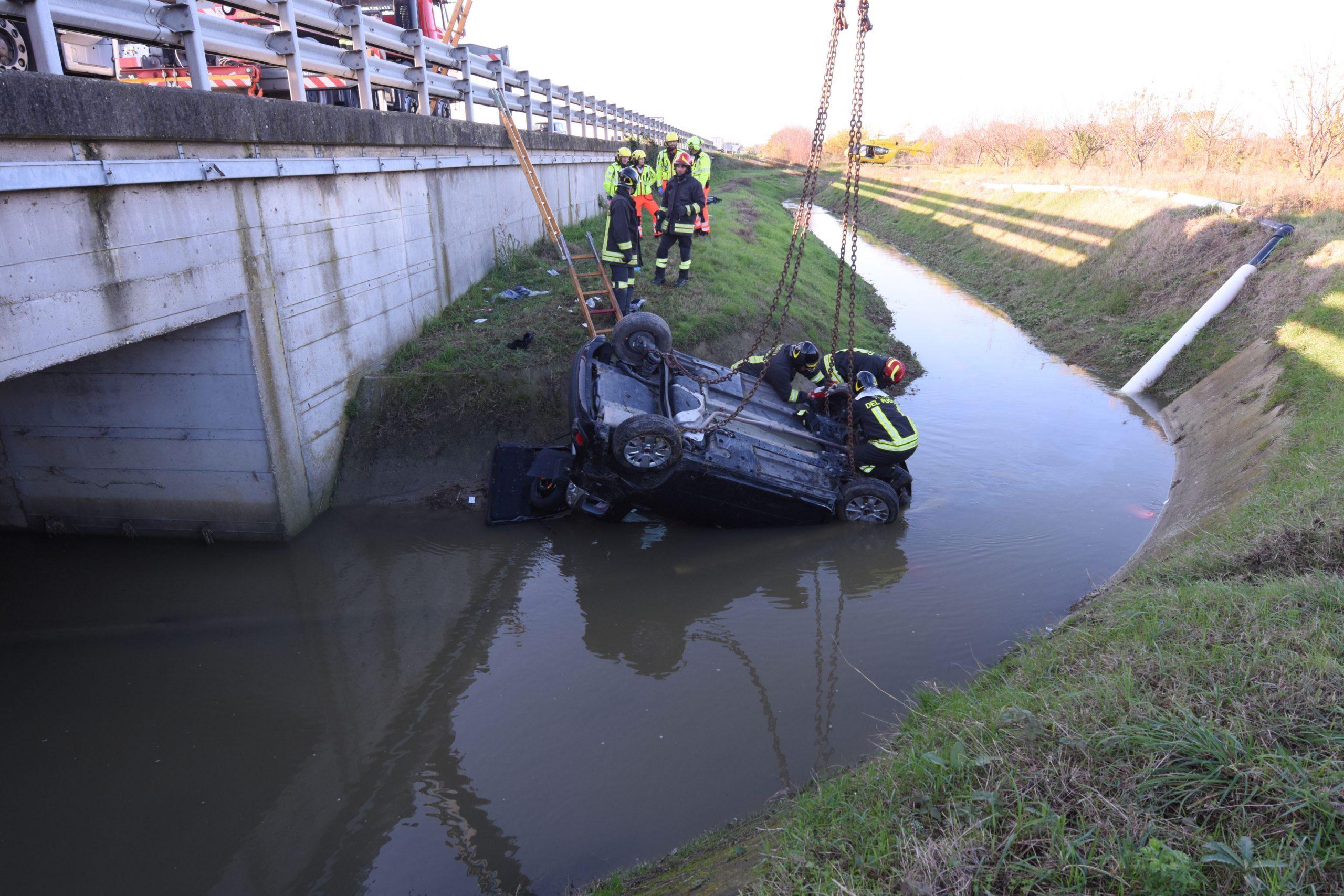Forlì, tragico incidente in A14. Muore nell'auto ribaltata nel fossato