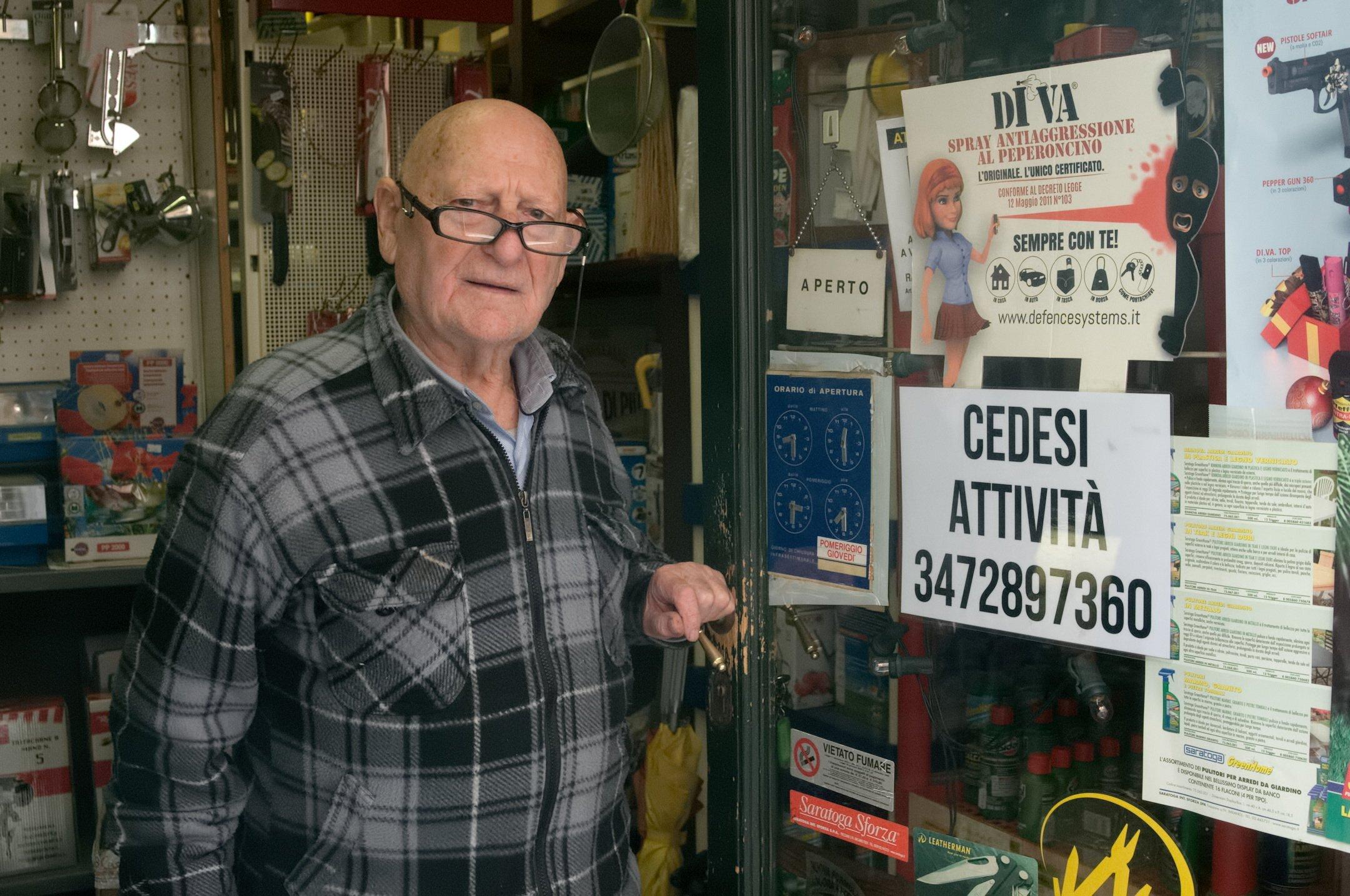 """Ravenna, a 91 anni va in pensione: """"Ma fate vivere la mia ferramenta"""""""
