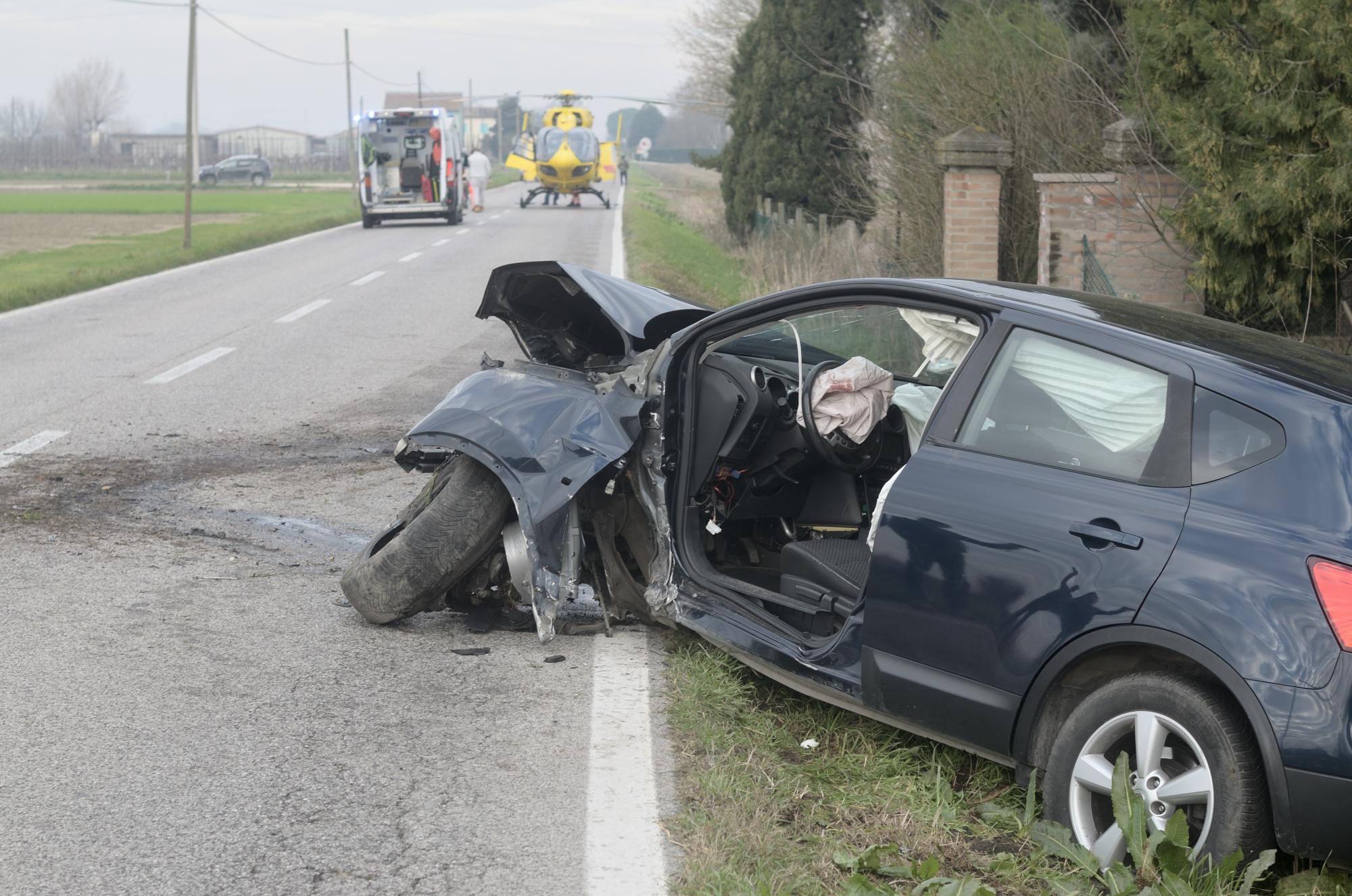 Incidente tra Alfonsine e Taglio Corelli, ferito 63enne. Salvo il cane
