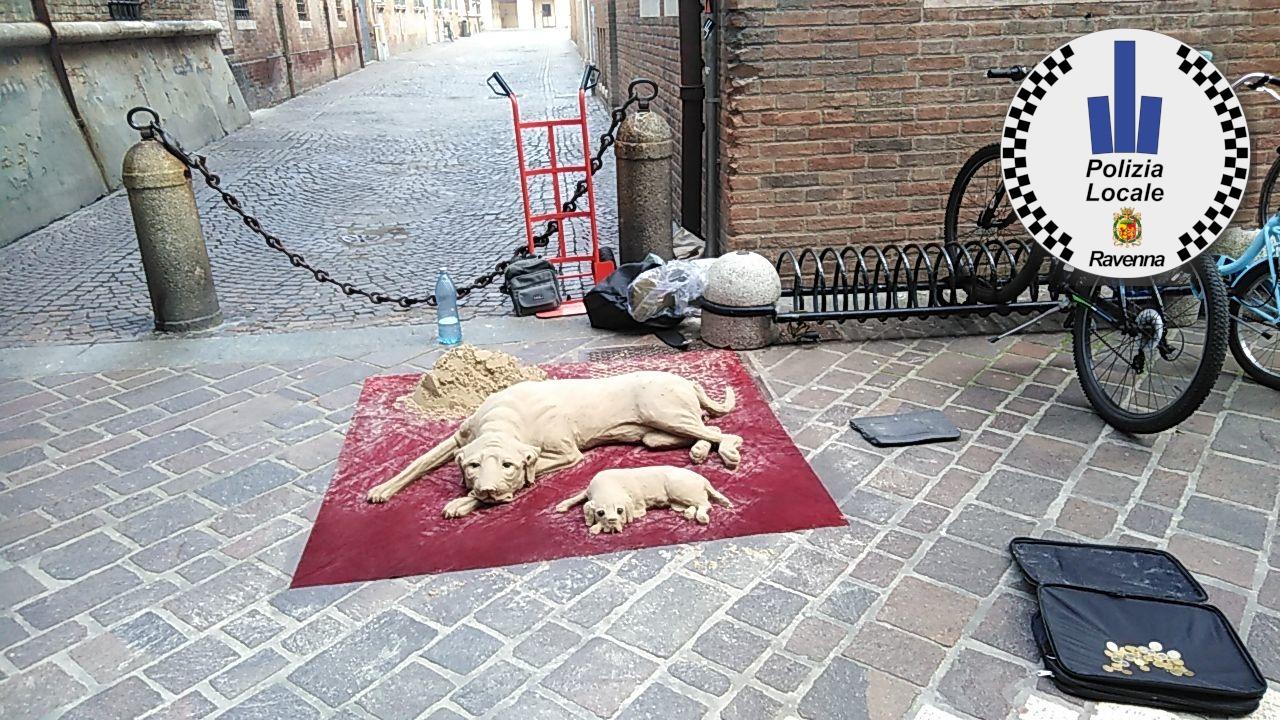 Ravenna, sfruttano minore per guardia a sculture di sabbia. Denunciati