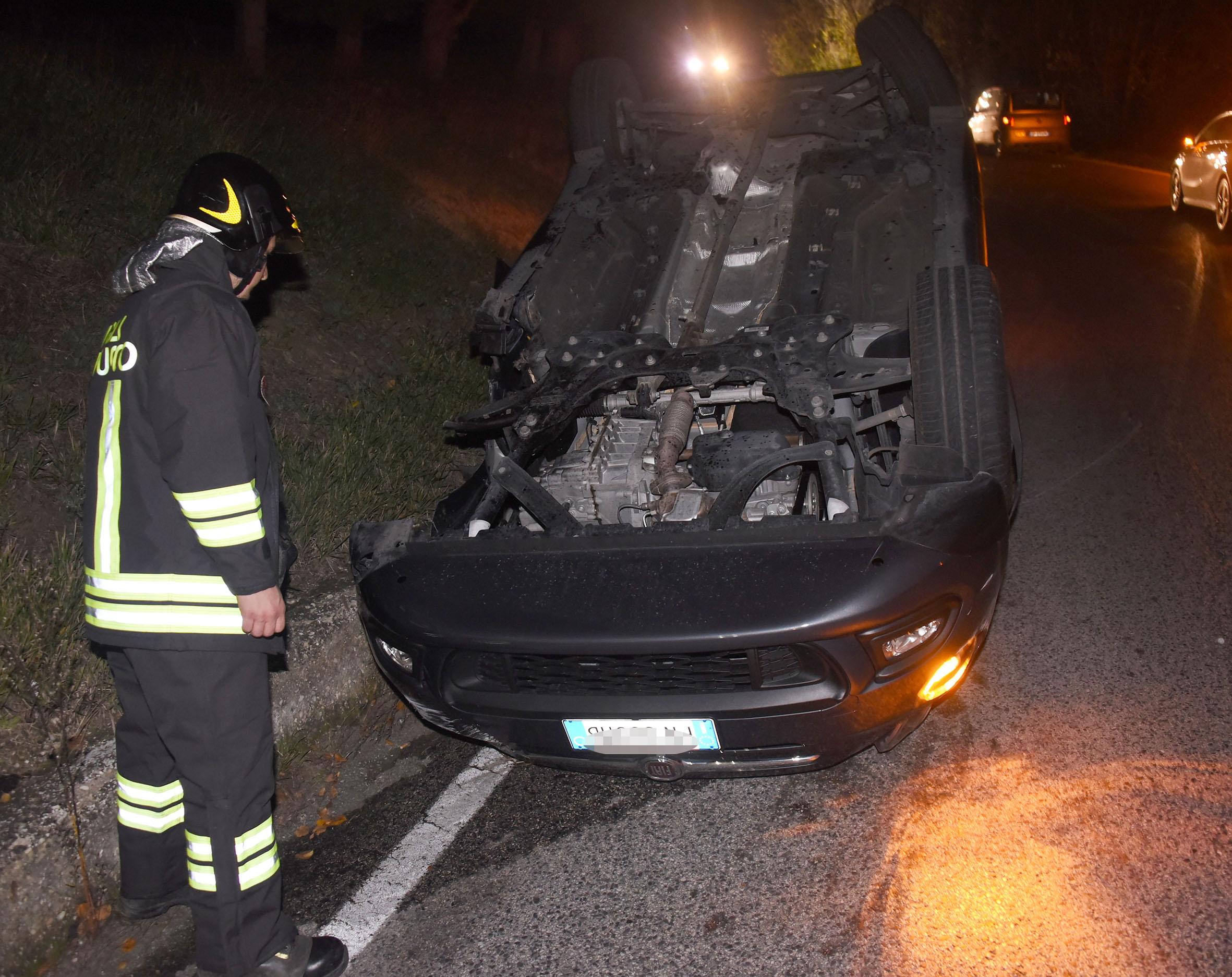 Santarcangelo, incidente nella notte tra due auto. Ferito un 31enne
