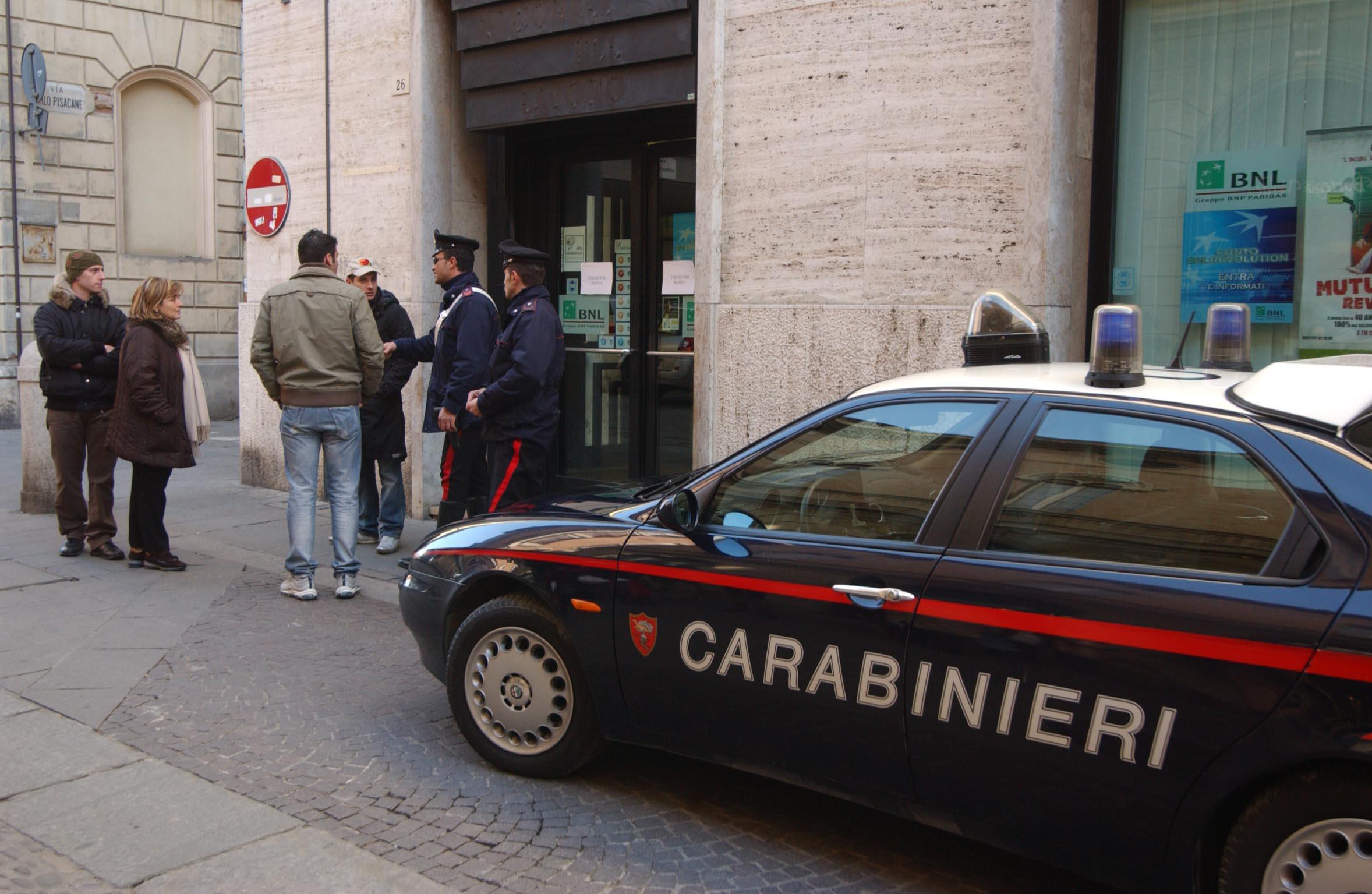 Rapina in banca a Forlì, bandito in fuga per le vie del centro