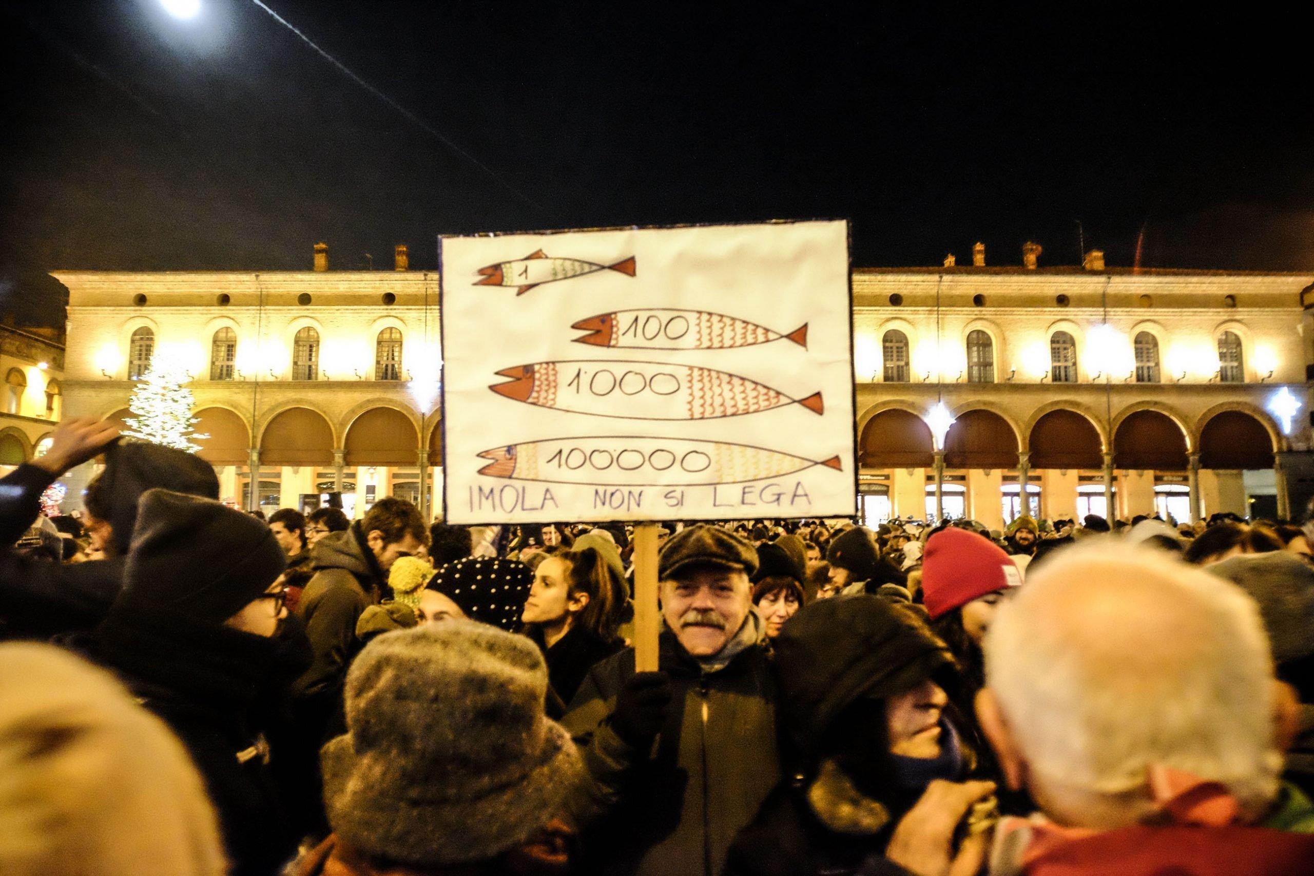 Sardine, 2500 in piazza a Imola