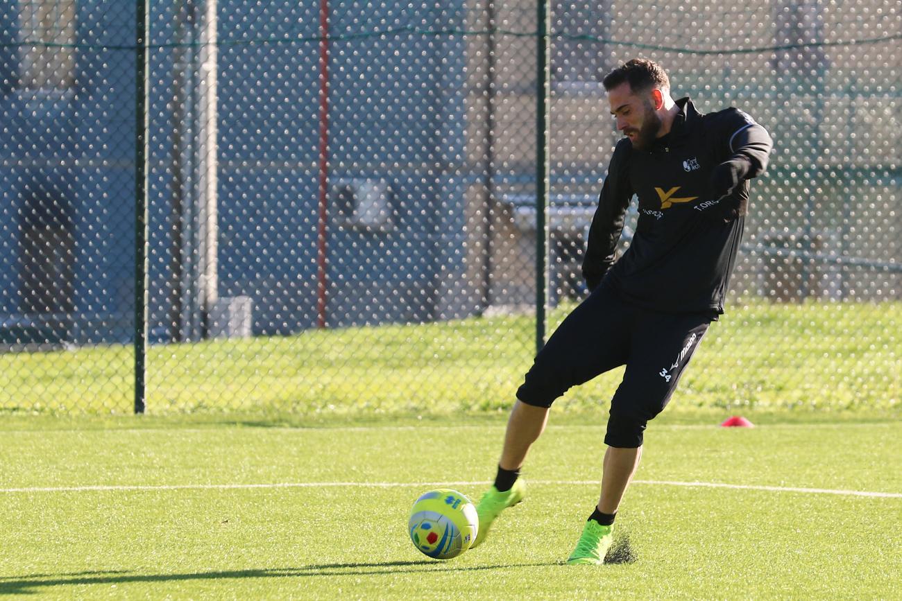Calcio, Zampano ha firmato per il Cesena. Avrà il numero 27