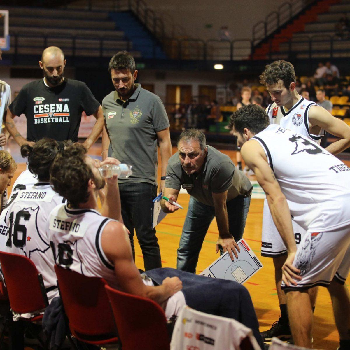Basket, l'Amadori si stringe attorno a coach Di Lorenzo