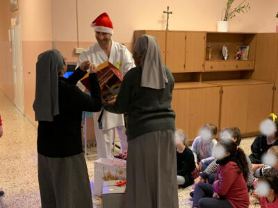 Massa Lombarda, dal karate doni e dolci per i bambini della comunità