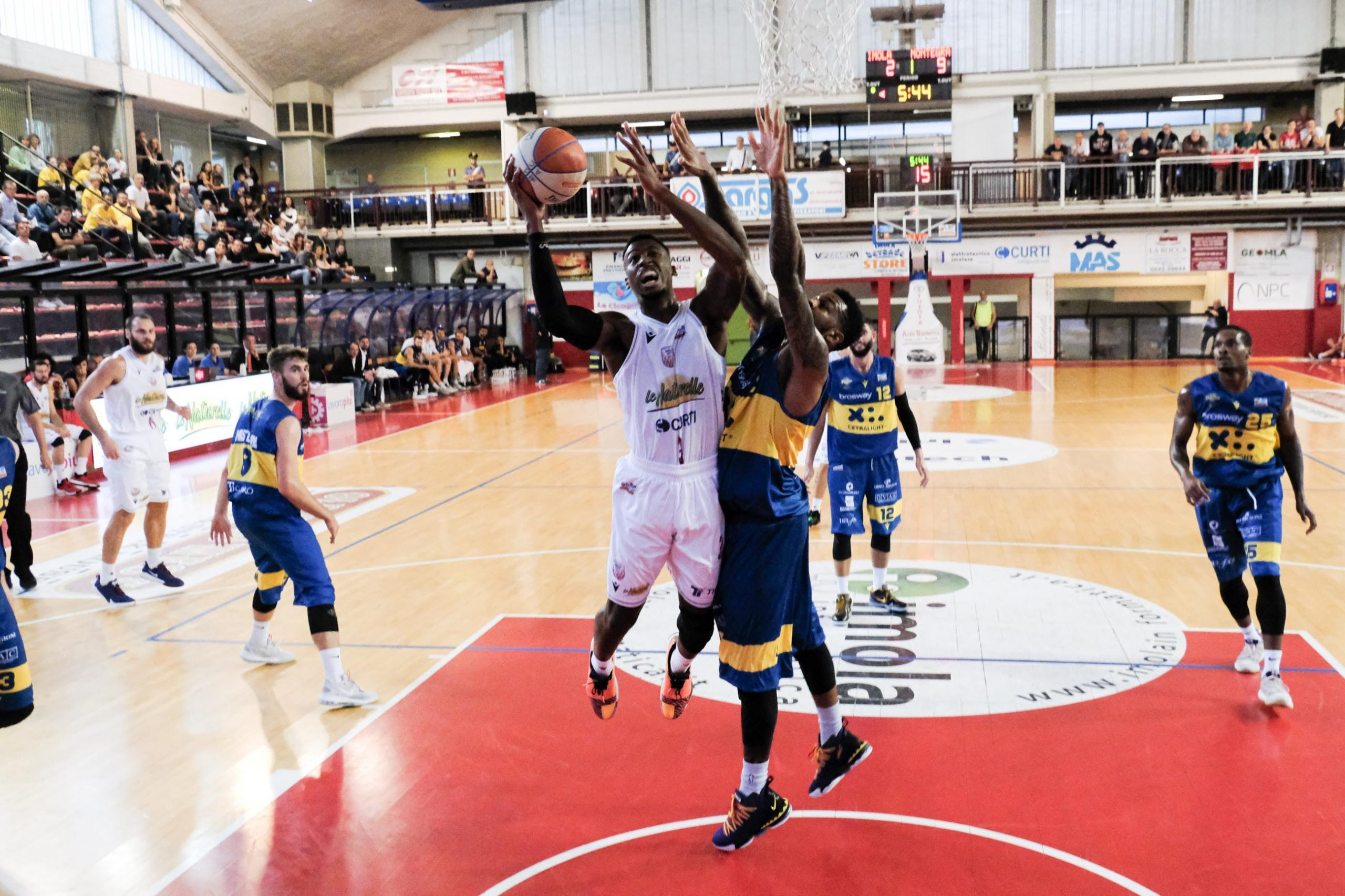 Basket A2, gran colpo Naturelle a Porto San Giorgio
