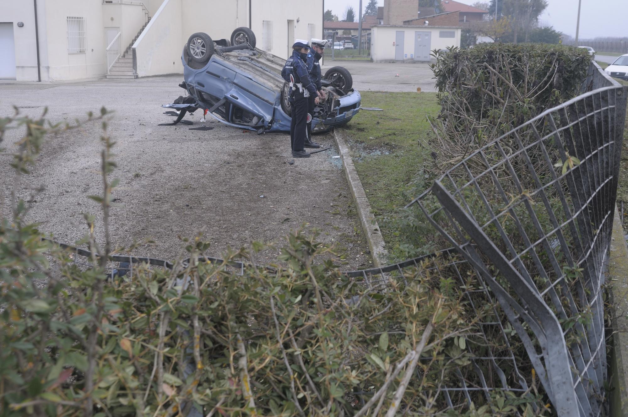 Ravenna, schianto in auto muore 22enne di Solarolo