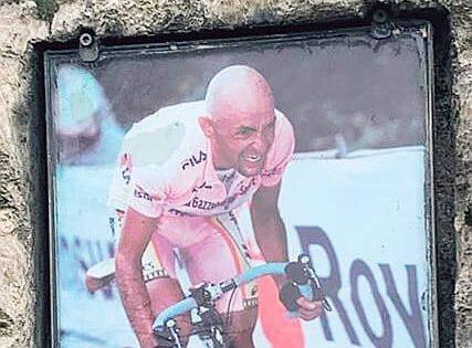Vandalizzato il cippo di Pantani, ma in suo onore nascerà un murales