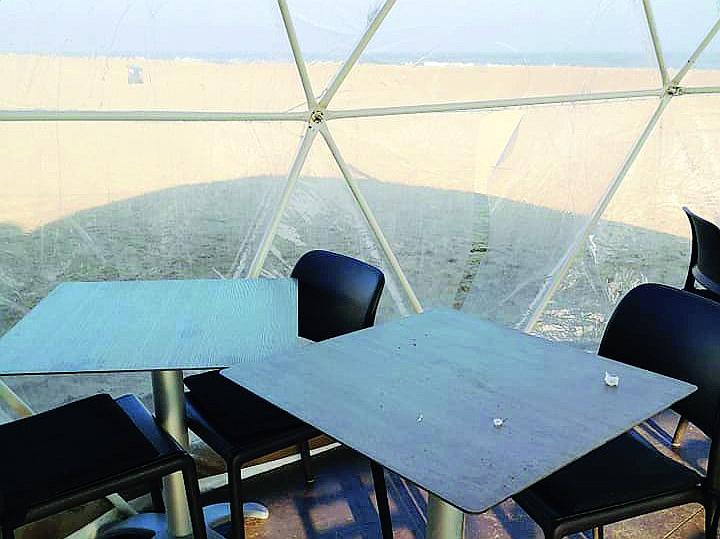 Vandali al Tanimodi di Riccione: squarciata la veranda sulla spiaggia