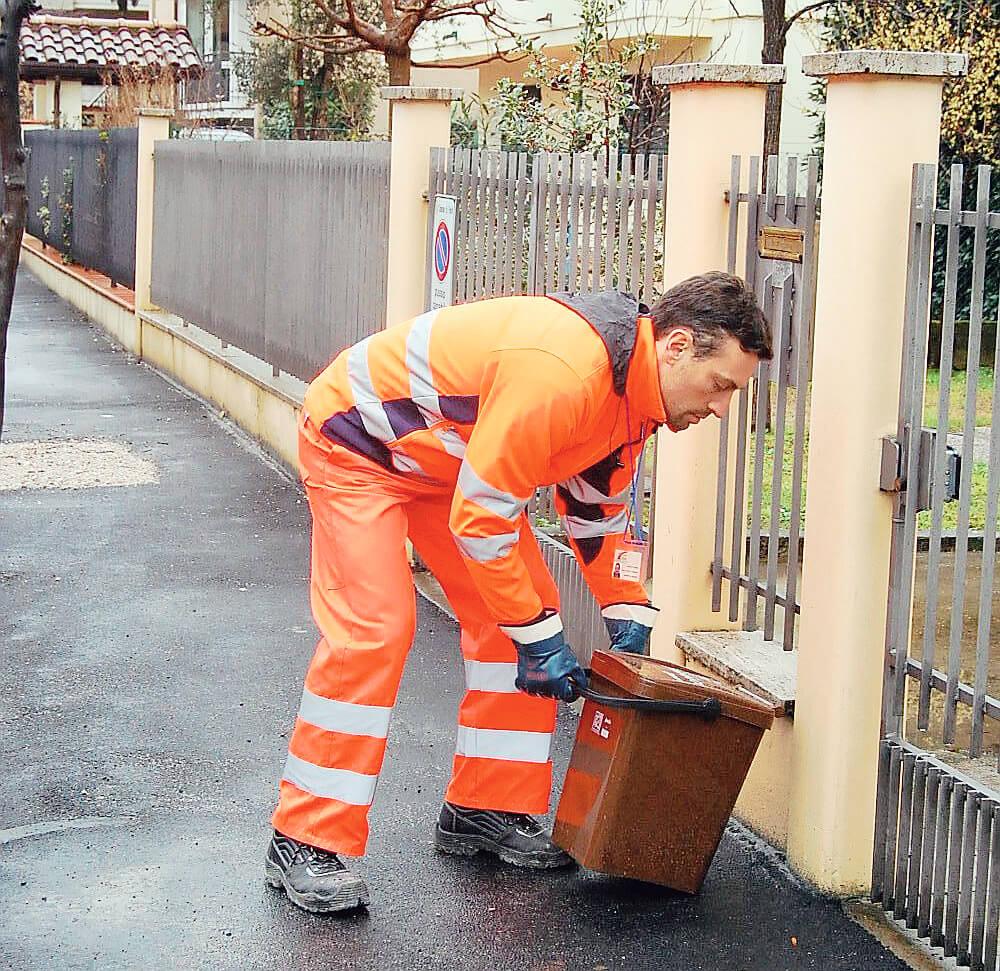 """Cesena, via agli incontri informativi sui rifiuti """"porta a porta"""""""