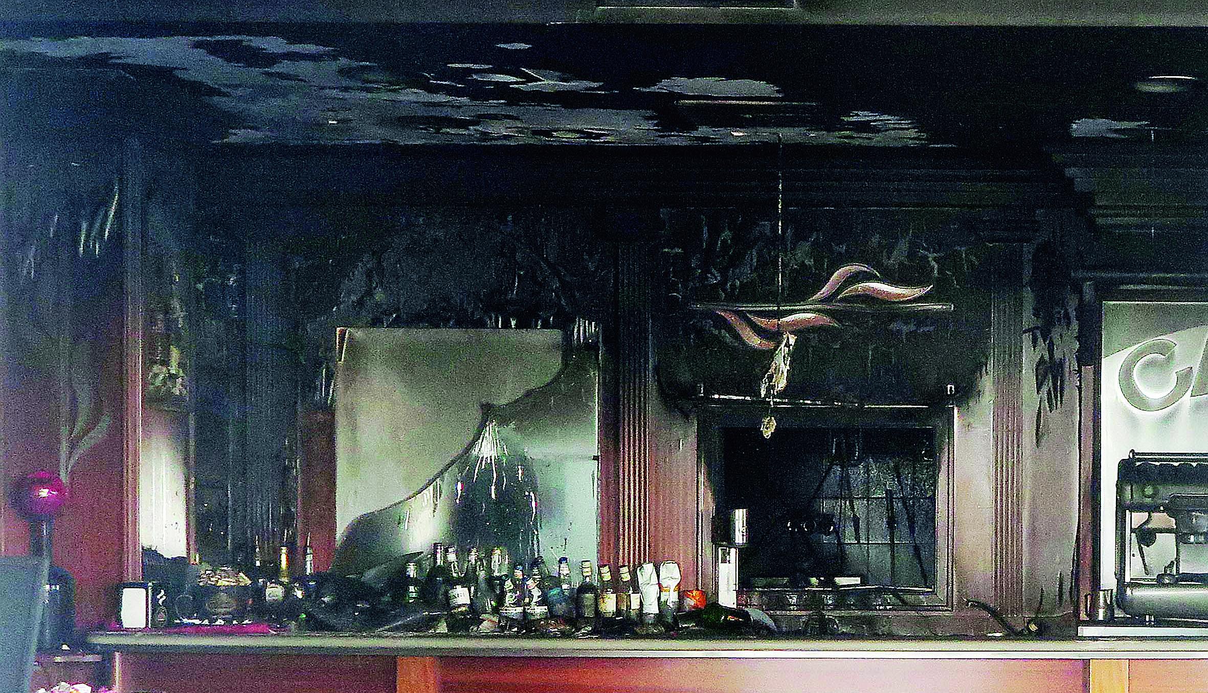 Incendio nella notte il bar Belle Epoque di Riccione