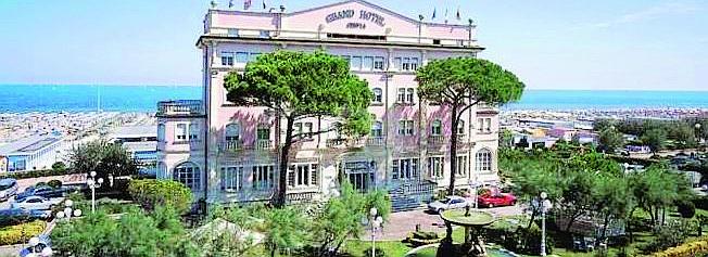 Il Grand hotel di Cervia avrà ancora la storica terrazza