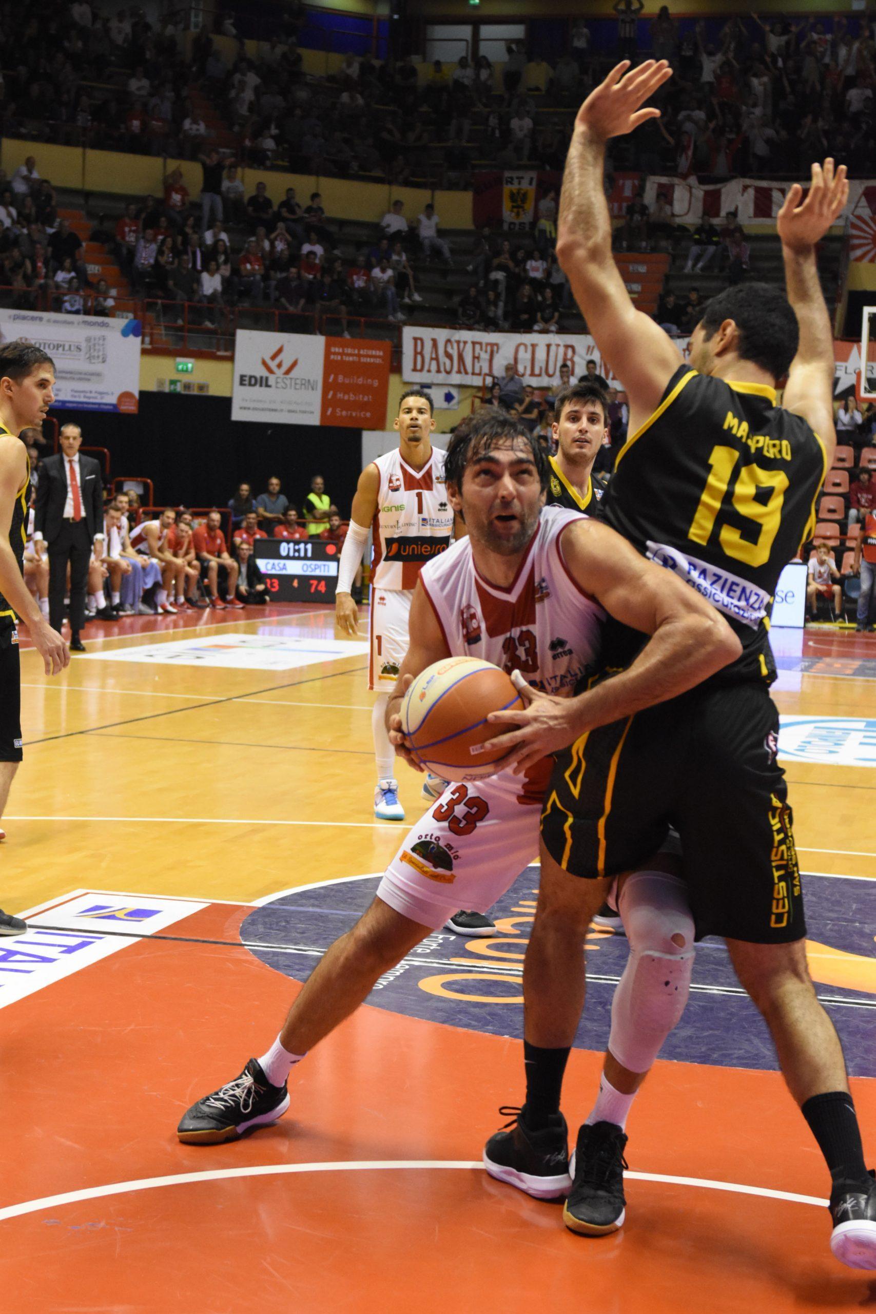 Basket, Unieuro in festa all'ultimo respiro (62-63)