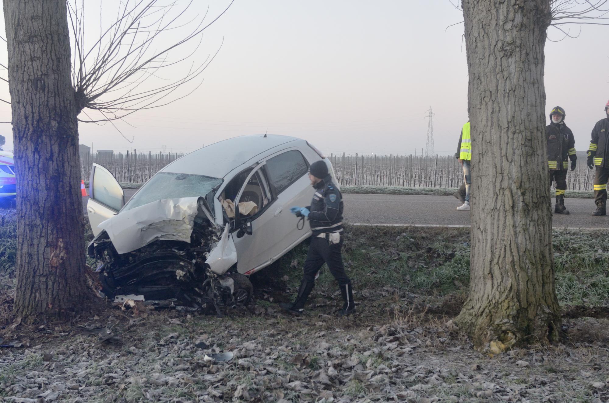 Tragica sbandata in auto, 61enne muore a Taglio Corelli